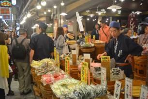 p11-odonoghue-nishiki-market-a-20141008-870x580